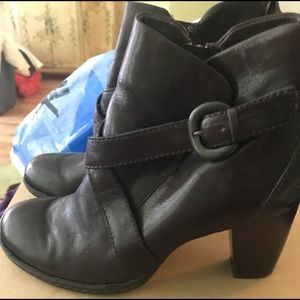 Ladies boots/born